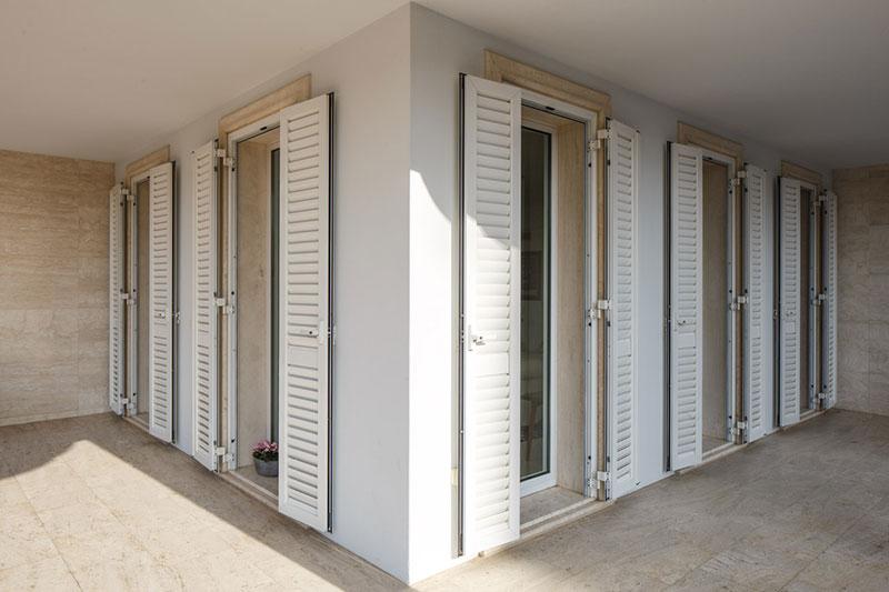 Sistemi di oscuramento persiane tapperelle tende - Persiane per finestre scorrevoli ...